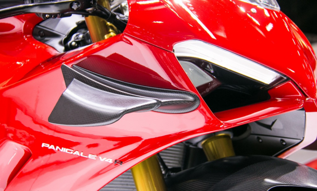 GPX Demon 150 GR do an tuong voi tao hinh y chang Ducati Panigale V4 R - 7