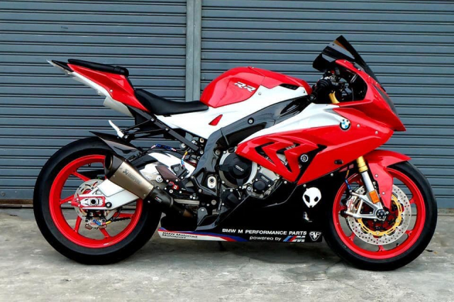 BMW S1000RR do ruc ro voi tong do choi chang cung dan do choi chat lu - 3