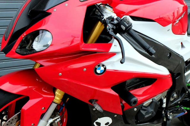 BMW S1000RR do ruc ro voi tong do choi chang cung dan do choi chat lu - 5