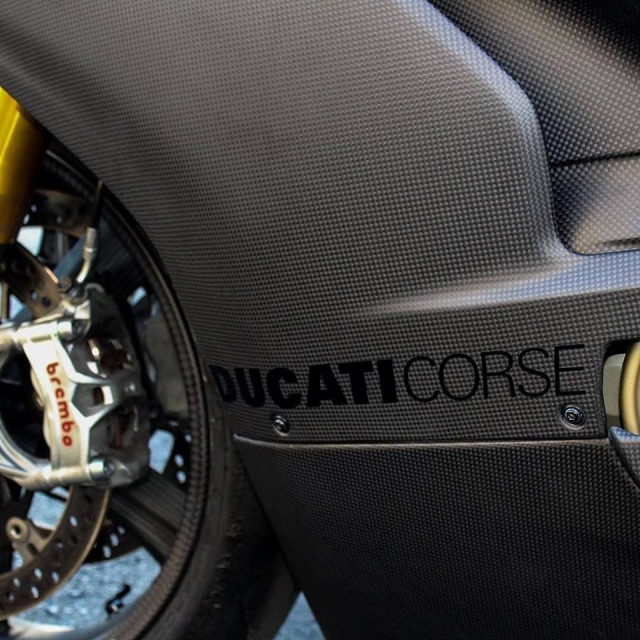 Ducati Panigale V4 do gay can voi dien mao Fullsix Carbon - 6