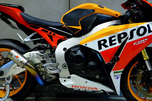 Honda CBR1000RR do day loi cuon trong dien mao Repsol Racing - 11
