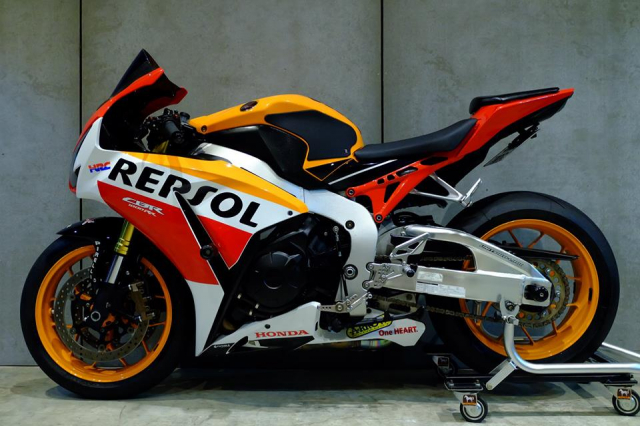 Honda CBR1000RR do day loi cuon trong dien mao Repsol Racing - 17