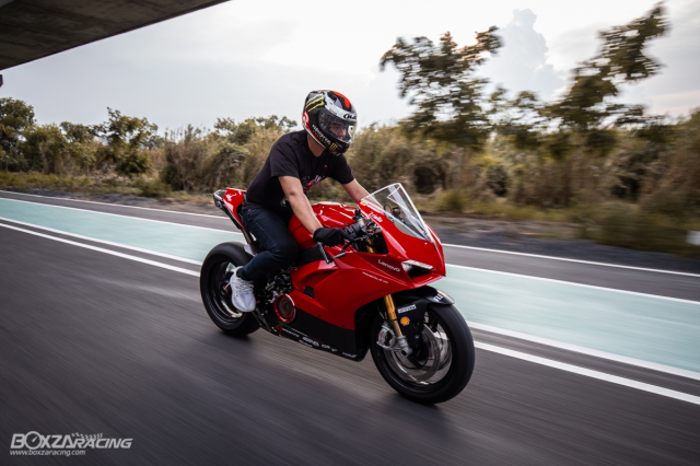 Ducati Panigale V4 S do Ban dung voi phong cach dao pho - 15
