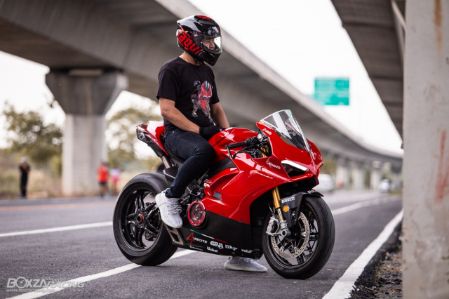 Ducati Panigale V4 S do Ban dung voi phong cach dao pho - 17