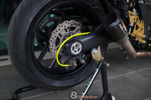 Kawasaki Z1000 do an tuong voi phong cach Do Sporty - 11