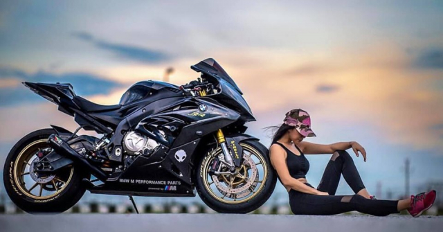 BMW S1000RR do cua co nang Gymer va chu ca full black - 4