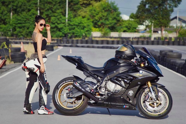 BMW S1000RR do cua co nang Gymer va chu ca full black - 10