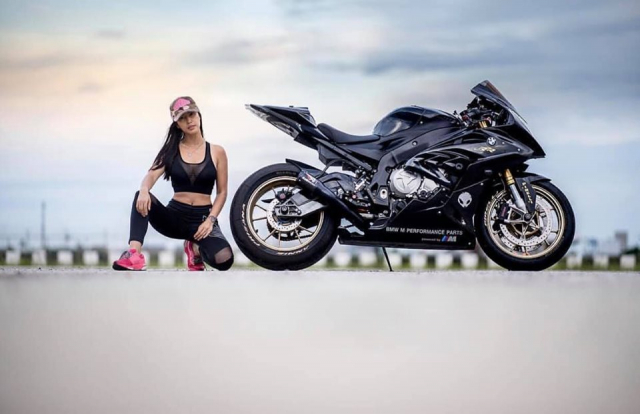 BMW S1000RR do cua co nang Gymer va chu ca full black - 5