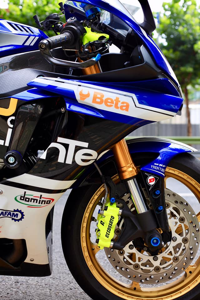 Yamaha R1 do sac so voi gam mau nong bong - 5