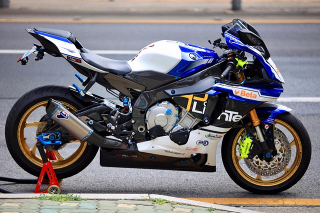 Yamaha R1 do sac so voi gam mau nong bong - 9