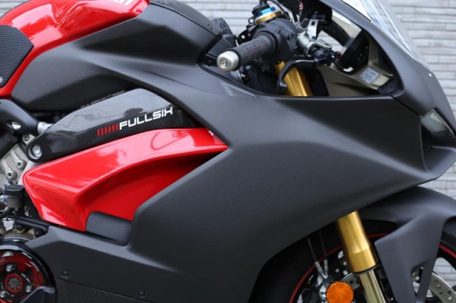 Ducati Panigale V4 S do cuc chat trong dien mao fullsix Carbon - 4