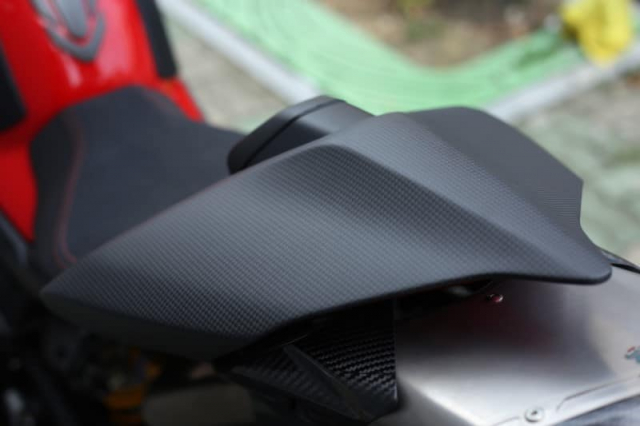 Ducati Panigale V4 S do cuc chat trong dien mao fullsix Carbon - 7