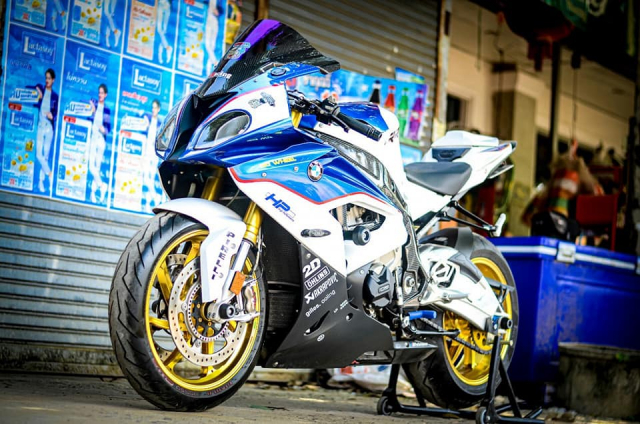 BMW S1000RR do kich tinh trong dien mao HP4