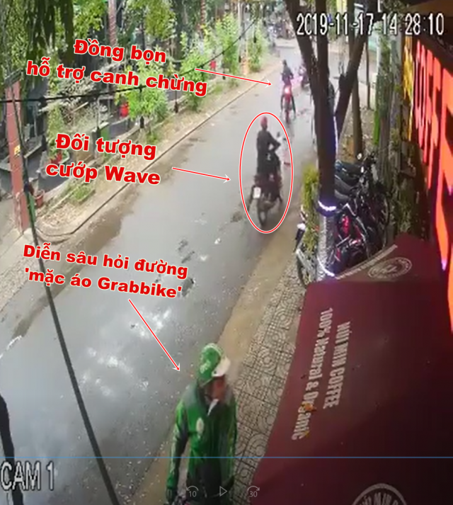 Clip 3 doi tuong chay Exciter gia dang GrabBike dan canh cuop Wave - 3