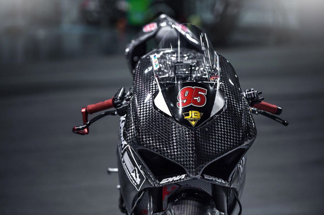 Ducati Panigale V4 do day gay can voi dien mao Full Carbon
