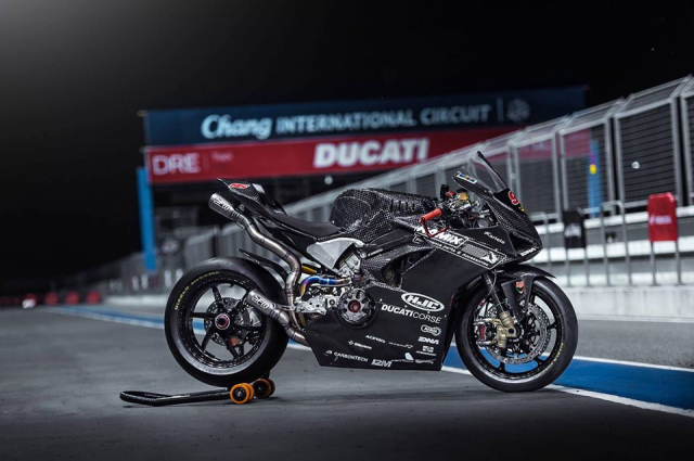 Ducati Panigale V4 do day gay can voi dien mao Full Carbon - 7