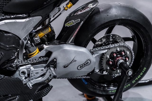 Ducati Panigale V4 do day gay can voi dien mao Full Carbon - 13