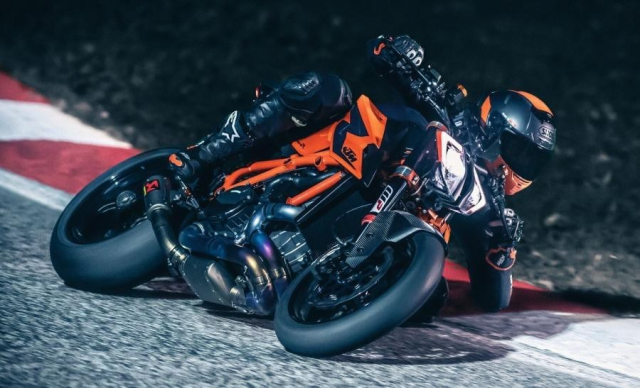 KTM 1290 Super Duke R 2020 chinh thuc ra mat voi loat thong so an tuong