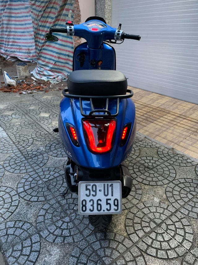 Vespa Sprint do voi dien mao mau xanh dam chat the thao - 7
