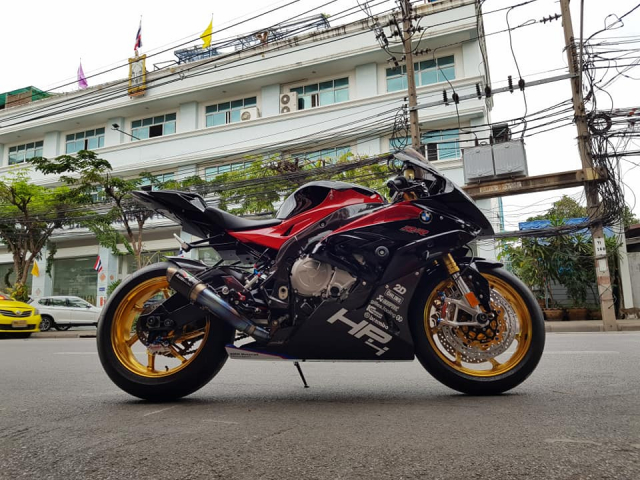 BMW S1000RR do hoan thien voi trang bi full option