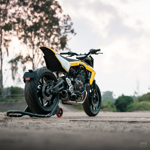 Yamaha MT07 thay hinh lot xac voi phong cach Supermoto tu Queensland - 11