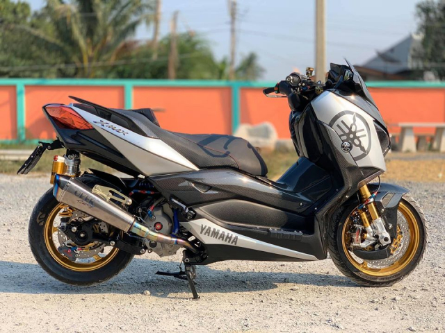 Yamaha XMAX 300 do hoanh trang voi Option cap do MotoGP