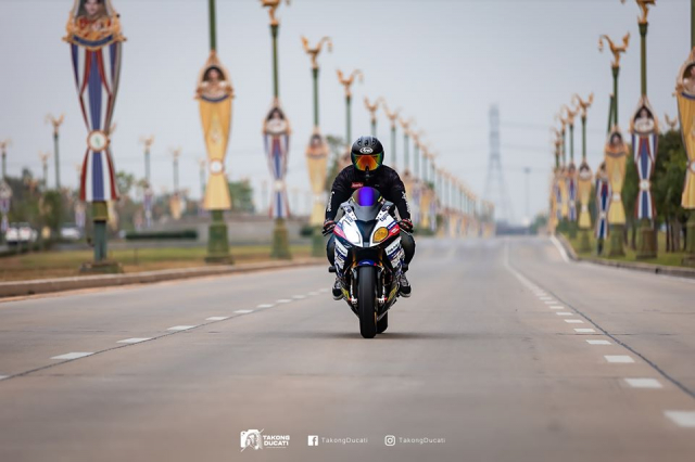 BMW S1000RR do chat lu trong dien mao TYCO RACING - 11