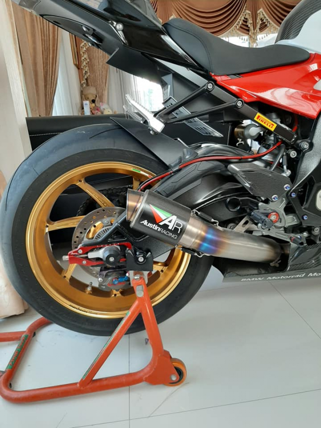 BMW S1000RR do hoan thien voi dien mao full do choi - 7