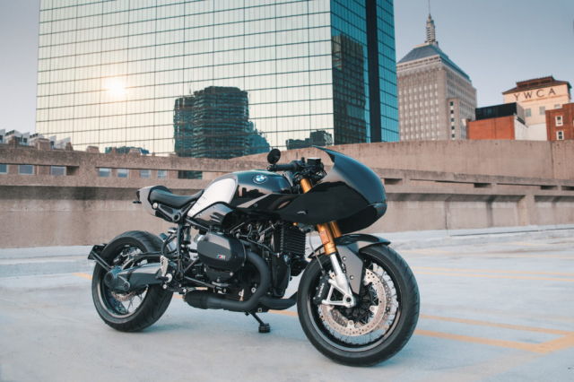 BMW RnineT do theo chu de The Dark Knight - 9