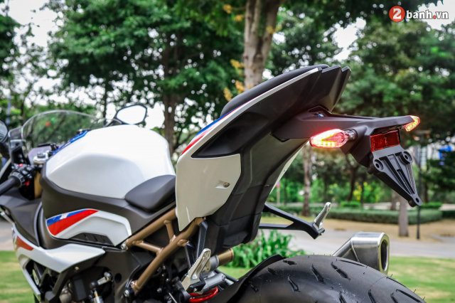 Can canh BMW S1000RR phien ban MPerformance voi gia hon 1 ty dong tai Viet Nam - 13
