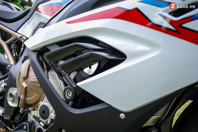 Can canh BMW S1000RR phien ban MPerformance voi gia hon 1 ty dong tai Viet Nam - 17