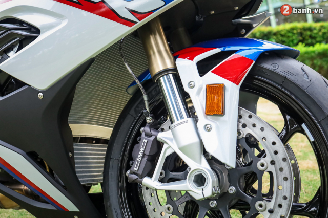 Can canh BMW S1000RR phien ban MPerformance voi gia hon 1 ty dong tai Viet Nam - 14